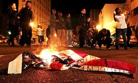 american-flag-burning-oakland-trayvon-600